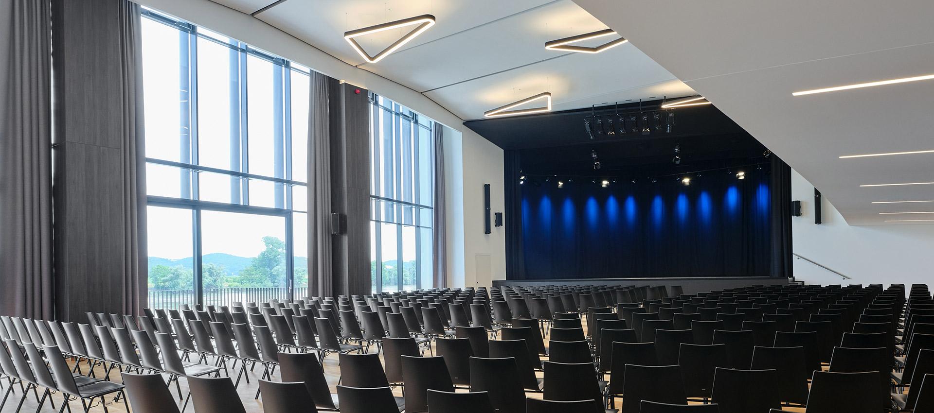 Stadthalle-Ybbs-Saal-Buehne
